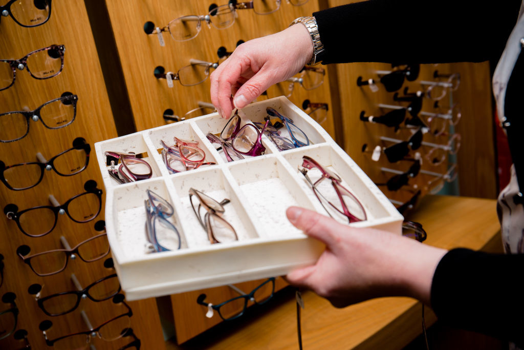 Designer frame and lens experts help you to choose the best spectacles
